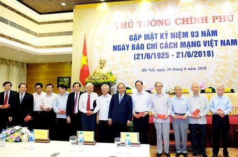 Нгуен Суан Фук: пресса вносит большой вклад в дело строительства и защиты Отечества - ảnh 1