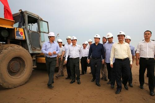 Чинь Динь Зунг: проект скоростной автомагистрали Север-Юг должен отвечать поставленным требованиям - ảnh 1