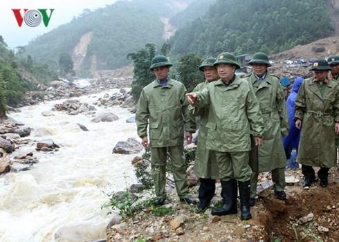 Чинь Динь Зунг руководил ликвидацией последствий дождевых паводков в провинции Лайтяу - ảnh 2