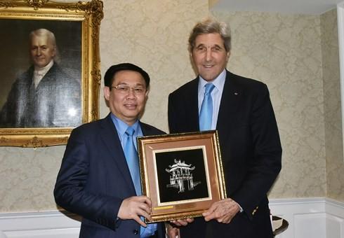 Вице-премьер Вьетнама Выонг Динь Хюэ завершил официальный визит в США - ảnh 2