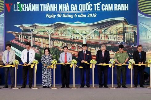 В провинции Кханьхоа открылся первый во Вьетнаме 4-звездочный терминал международного аэропорта - ảnh 1