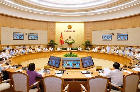Премьер Вьетнама: Необходимо сконцентрироваться на строительстве государственных институтов - ảnh 1
