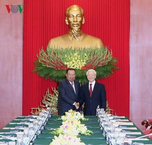 Генсек ЦК НРПЛ, президент Лаоса посешает Вьетнам с визитом - ảnh 1