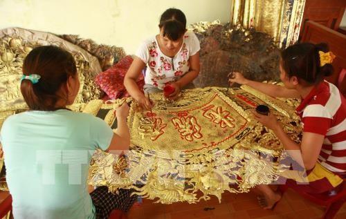 Промысел по гравировке на серебре в деревне Донгсам - ảnh 2