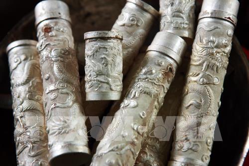 Промысел по гравировке на серебре в деревне Донгсам - ảnh 3