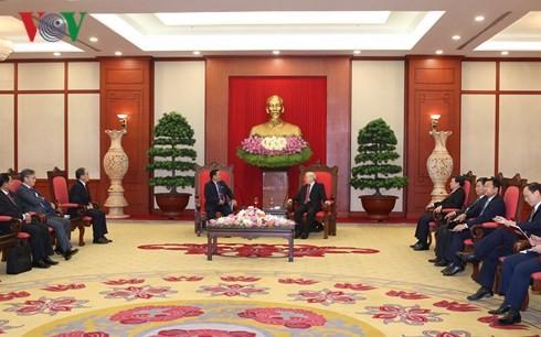Генсек ЦК КПВ Нгуен Фу Чонг принял вице-спикера лаосского парламента - ảnh 1