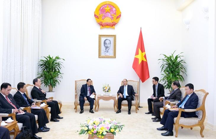 Премьер Вьетнама Нгуен Суан Фук принял вице-спикера парламента Лаоса - ảnh 1