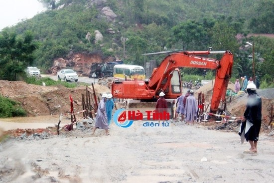 Во Вьетнаме ликвидируют последствия тайфуна и дождевых паводков - ảnh 1