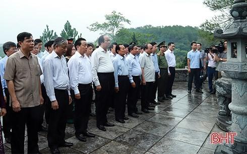 Премьер Вьетнама провел осмотр модели образцовой новой деревни в провинции Хатинь - ảnh 2