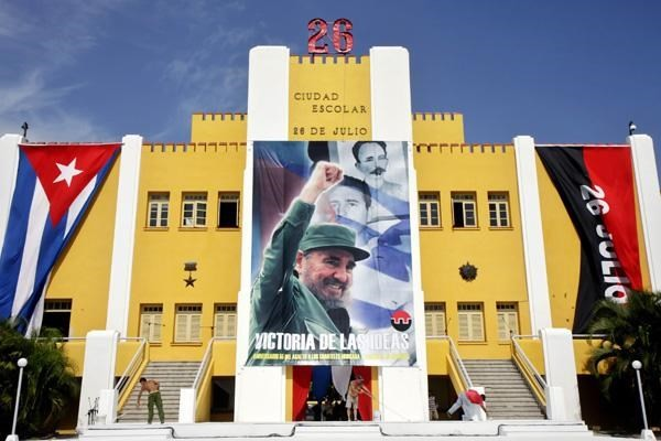 Нгуен Фу Чонг поздравил Рауля Кастро с 65-летием наступления на казармы Монкада - ảnh 1