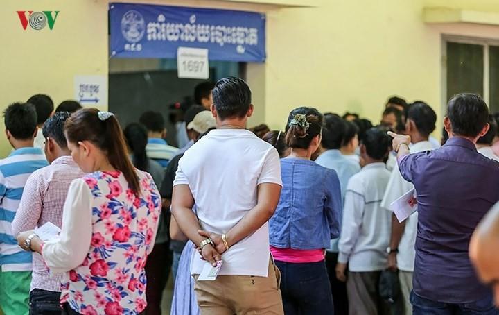 Избиратели Камбоджи пришли на выборы депутатов парламента 6-го созыва - ảnh 1