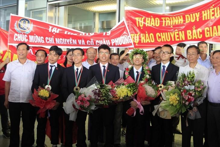 Вьетнам добился блестящих успехов на Международной олимпиаде по физике и химии - ảnh 1