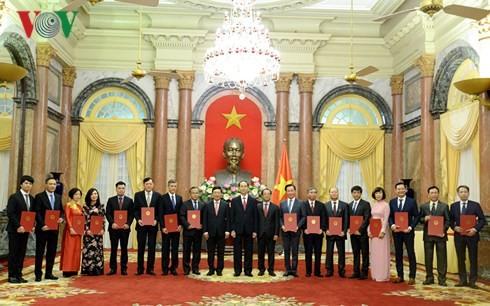 Президент Вьетнама: превыше всего интересы государства и нации, устойчивое развитие страны - ảnh 1