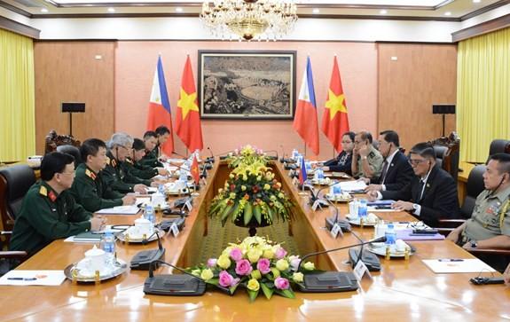 Министр обороны Вьетнама принял замминистра обороны Филиппин - ảnh 2