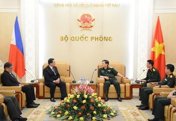 Министр обороны Вьетнама принял замминистра обороны Филиппин - ảnh 1