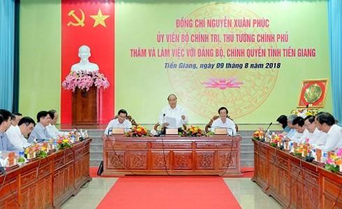 Премьер Вьетнама провел рабочую встречу с руководством провинции Тиензянг - ảnh 1