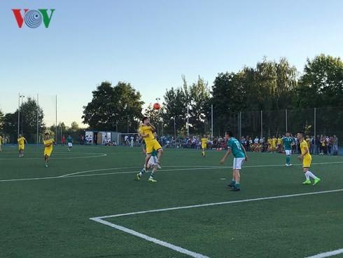 В Москве прошёл турнир по футболу 2018 среди вьетнамцев в России - ảnh 1