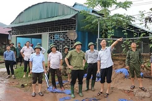 Во Вьетнаме активно ликвидируются последствия дождевых паводков - ảnh 1