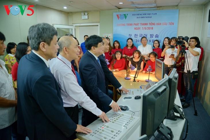 Радио «Голос Вьетнама» выпустило в эфир первую передачу на корейском языке - ảnh 1