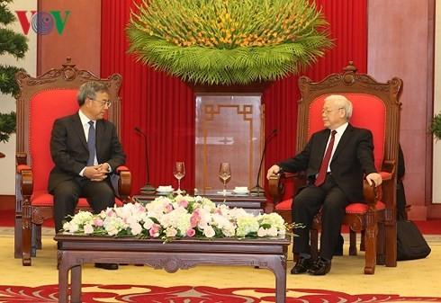Генсек ЦК КПВ Нгуен Фу Чонг принял вице-премьера Госсовета КНР и президента Индонезии - ảnh 1
