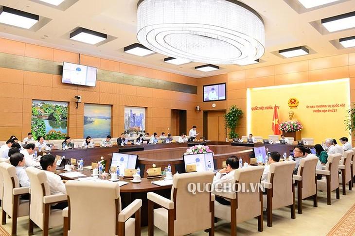 В Ханое продолжается 27-е заседание Постоянного комимета Нацсобрания Вьетнама - ảnh 1