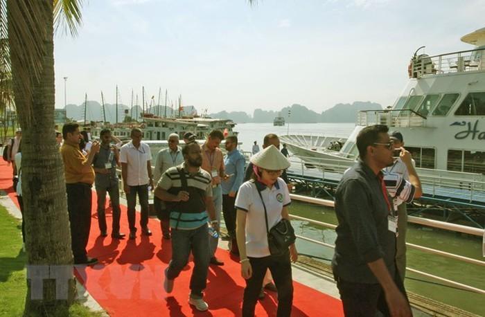 ASOSAI-14: делегации высших органов финансового контроля азиатских стран посетили залив Халонг - ảnh 1