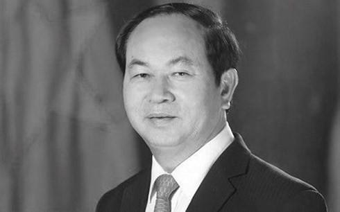 Вьетнамцы скорбят о смерти президента страны Чан Дай Куанга - ảnh 1