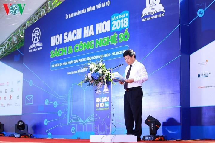 В Ханое открылась книжная ярмарка 2018 на тему «Книги и цифровые технологии» - ảnh 1