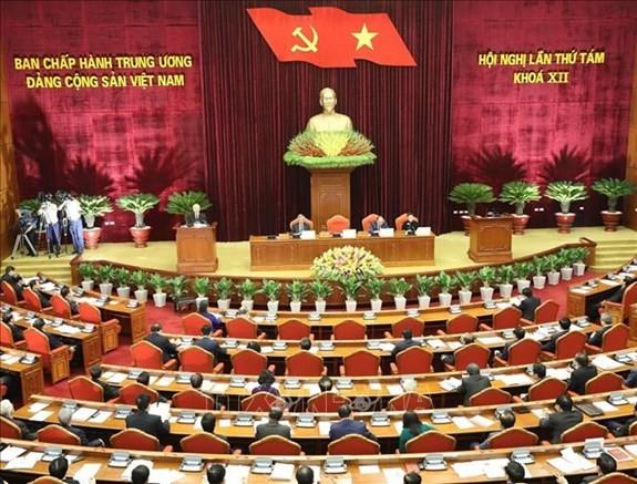 В Ханое прошёл 4-й день работы 8-го пленума ЦК Компартии Вьетнама - ảnh 1