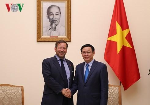 Выонг Динь Хюэ принял спецпосланника британского премьера по торговле - ảnh 1
