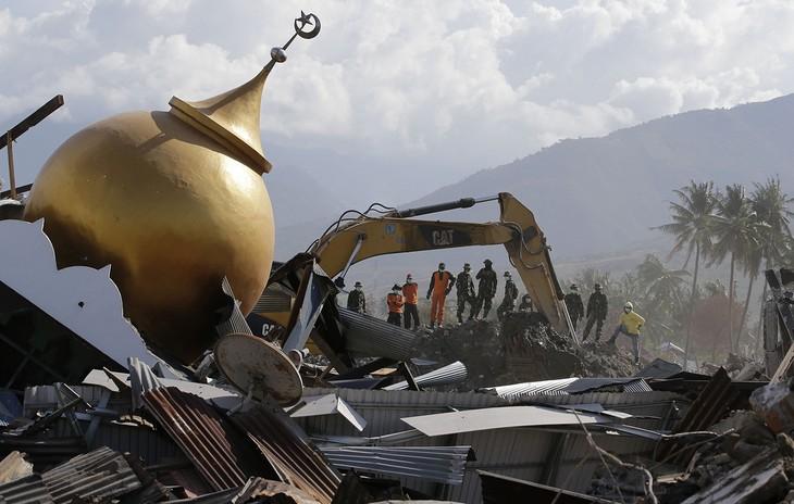 Число жертв землетрясения в Индонезии составило около 2 тыс. человек - ảnh 1