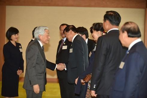 Нгуен Суан Фук и руководители стран дельты реки Меконг встретились с императором Японии - ảnh 1