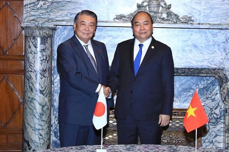 Нгуен Суан Фук встретился со спикерами обеих палат парламента Японии - ảnh 1