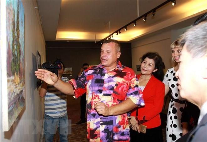В городе Хошимине прошла выставка картин «Пейзажи России» - ảnh 1