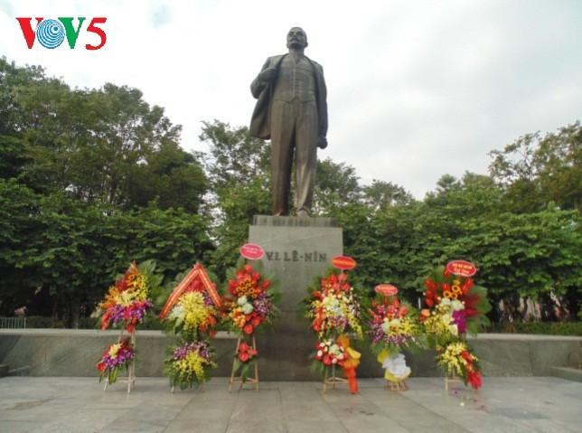 В Ханое отмечается 101-я  годовщина Октябрьской революции 1917 года - ảnh 1