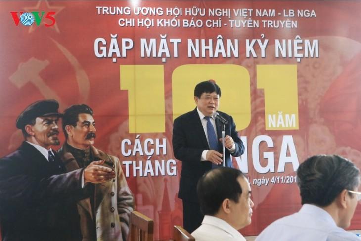 Как отмечают День Октябрьской революции вьетнамские журналисты - ảnh 1