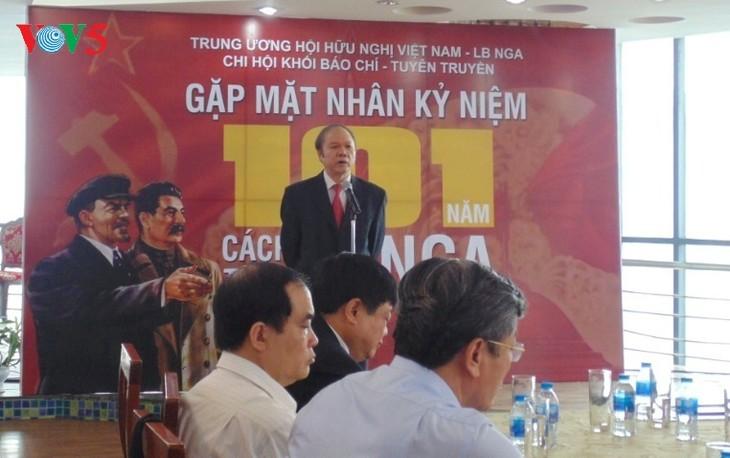 Как отмечают День Октябрьской революции вьетнамские журналисты - ảnh 3