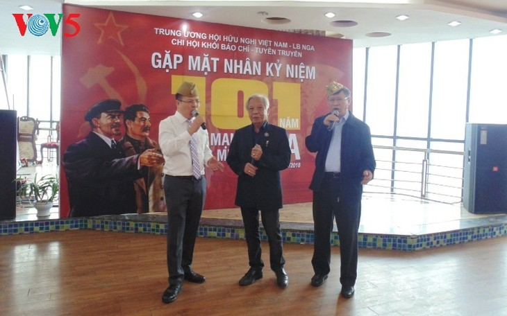Как отмечают День Октябрьской революции вьетнамские журналисты - ảnh 4