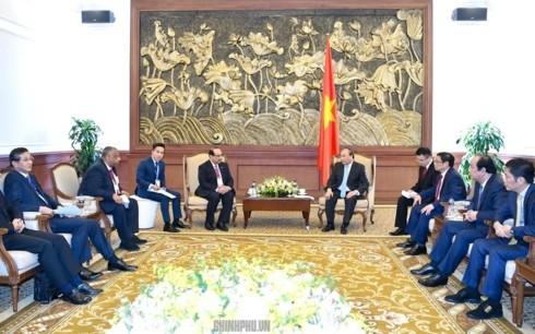 Премьер Вьетнама принял И.о. генсека ЛДПЯ и инвесторов НПЗ «Нгишон» - ảnh 2