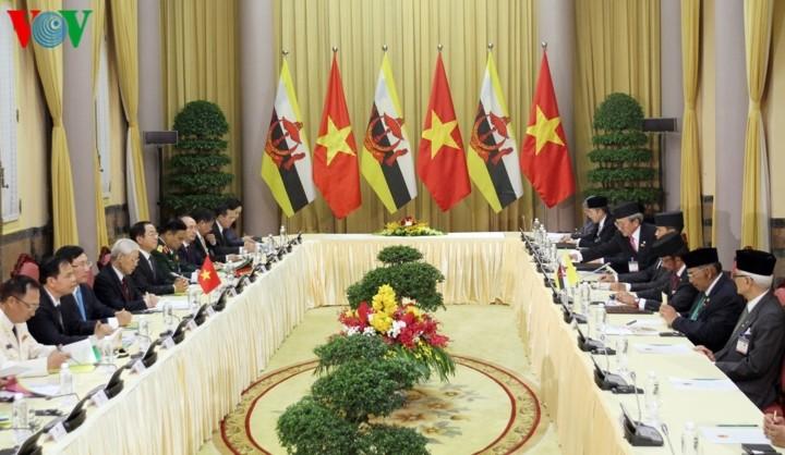 Генсек ЦК КПВ, президент СРВ Нгуен Фу Чонг провел переговоры с султаном Брунея - ảnh 2