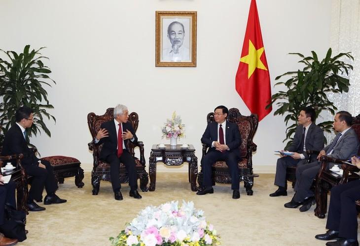 Вице-премьер СРВ Выонг Динь Хюэ принял старшего директора корпорации J Trust - ảnh 1