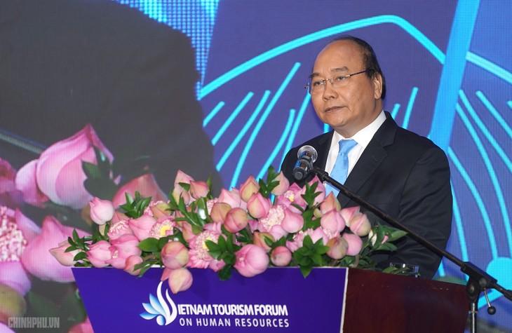 Нгуен Суан Фук принял участие во вьетнамском форуме по человеческому капиталу в сфере туризма - ảnh 1