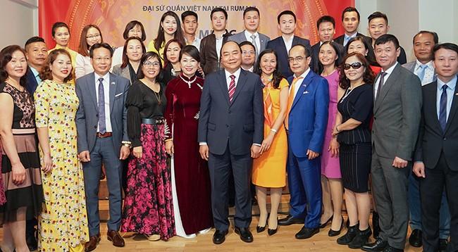 Премьер Вьетнама провёл различные мероприятия в ходе визита в Румынию - ảnh 2