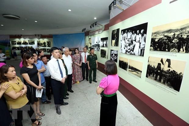 Во Вьетнаме проходит выставка в честь 65-летия победы под Диенбиенфу - ảnh 1