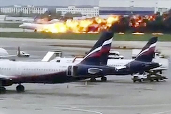 Пожар в самолёте при посадке в Шереметьево унёс жизни 41 человека - ảnh 1