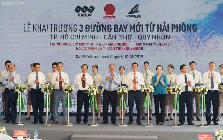 Нгуен Суан Фук принял участие в открытии трёх авиамаршрутов из Хайфона - ảnh 1