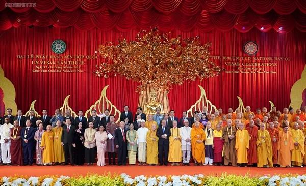 Буддийские сангхи Вьетнама и других стран прилагают совместные усилия для создания мира на Планете - ảnh 1