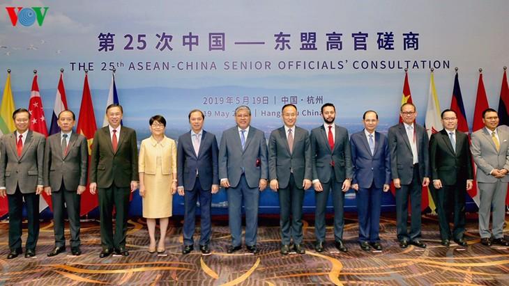 В Ханчжоу прошло 25-е консультативное совещание высокопоставленных чиновников АСЕАН и Китая - ảnh 1