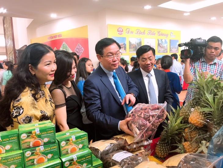 Вице-премьер Вьетнама принял участие в форуме по производству и сбыту личи Бакзянг - ảnh 1