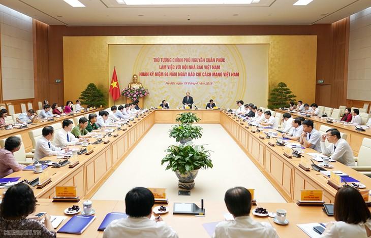 Нгуен Суан Фук провел рабочую встречу с Союзом вьетнамских журналистов - ảnh 1